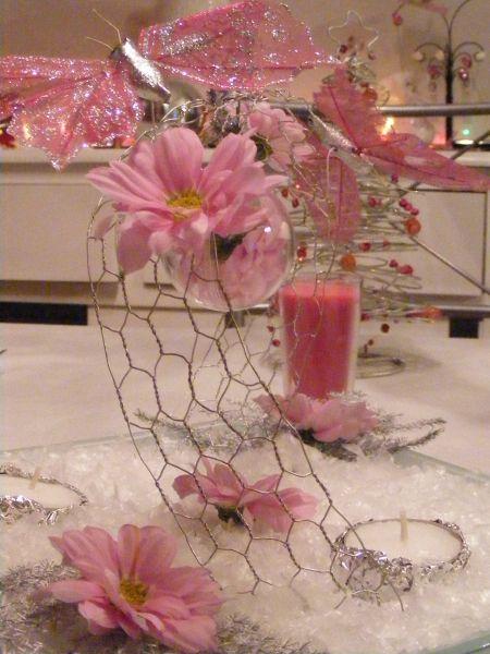 Centre de table rose p le papillon le paradis de bergie for Objet deco rose pale